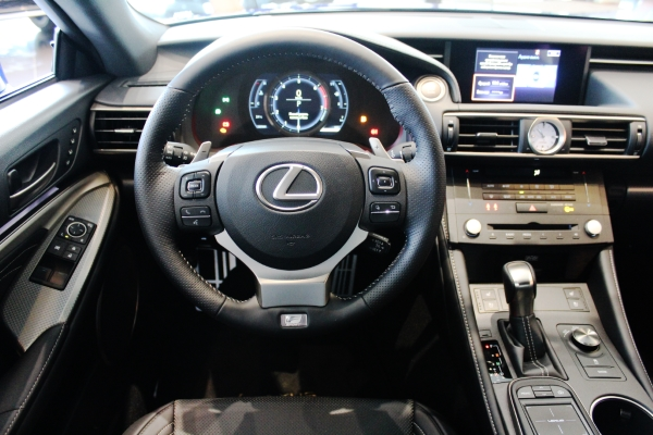 Рулевое колесо  Lexus RC 200t