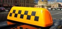 Таксист из Нижнего Новгорода избил пассажирку и выволок ее из машины