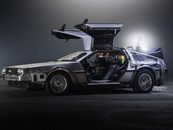 DeLorean DMC-12 Time Machine фото